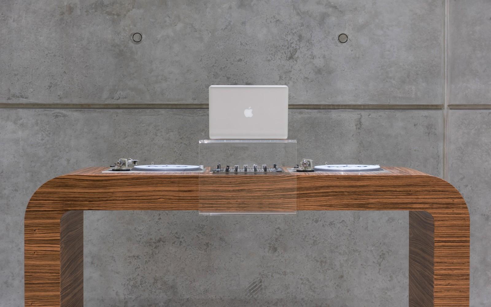 Hoerboard U2013 Pro Audio U0026 DJ Furniture | The Customized DJ Table