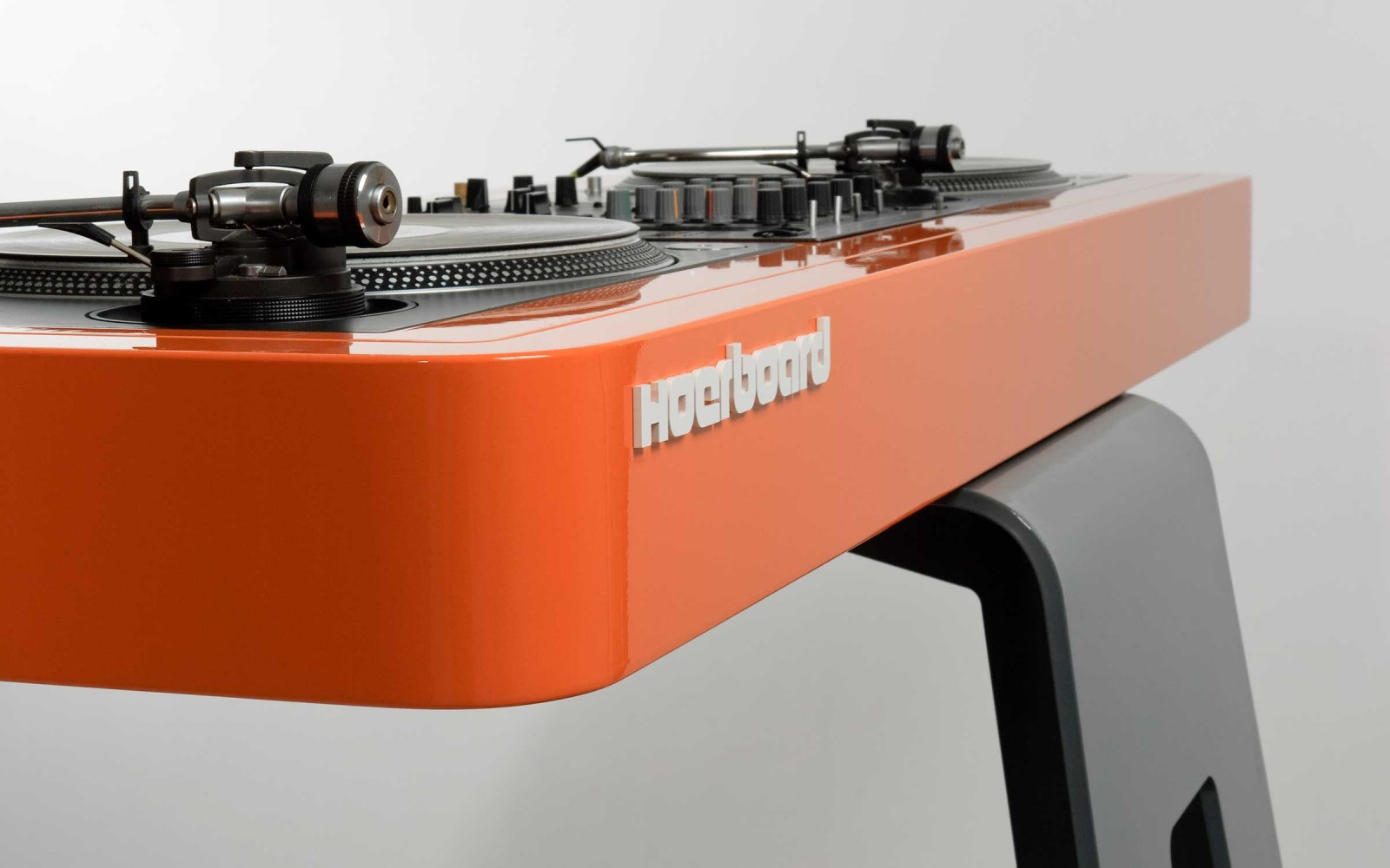 hoerboard pro audio dj furniture the customized dj table. Black Bedroom Furniture Sets. Home Design Ideas